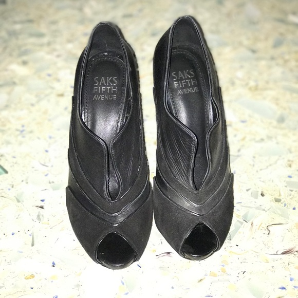 41ebdf5c30 Saks size 6 suede/leather black shoes